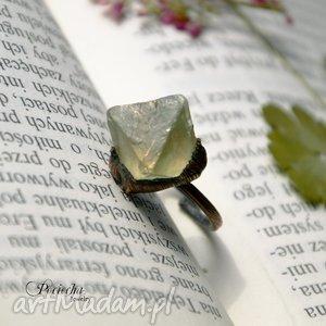 handmade pierścionki delta - pierścionek z fluorytem