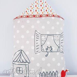 domek z kotem w oknie - domek, kot, poduszka, podusia, pastelowa