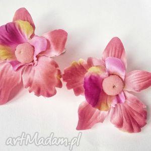 kolczyki fetyszysta nawiedzony woli szpilki zamiast żony x1, kwiaty
