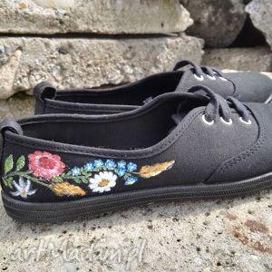 ręczne wykonanie buty pienińskie tenisówki z niezapominajkami
