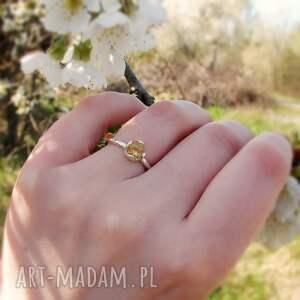 delikatny pierścionek z cytrynem, srebrny