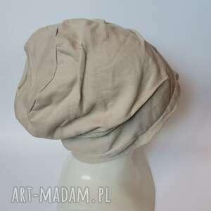 ręcznie robione czapki czapka w kolorze jasny bez przyszczypana, drapowana na podszewce