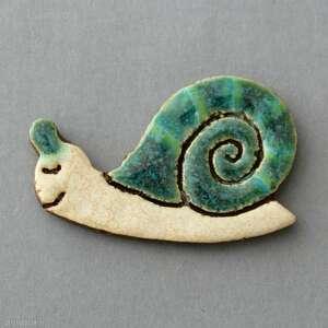 ręcznie wykonane pomysł na prezent ślimuś-broszka ceramiczna
