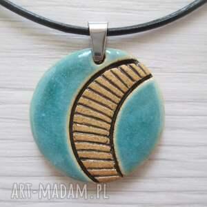 turkusowy naszyjnik z wzorami, biżuteria ceramiczna, wisiorek