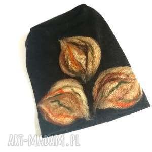 ręcznie wykonane czapki czapka wełniana filcowana czarna zimowa handmade w kwiaty