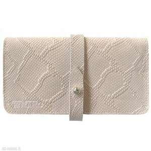 Portmonetka skórzana z paskiem różowa portfele tenaro różowy