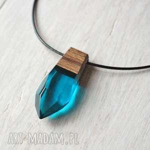 drewniany wisiorek niebieski kieł, wisiorek, drewniany, żywica, zawieszka