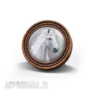 broszka drewniana liliarts - biały koń naturalna, unikatowa, prezent