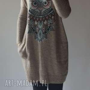 sukienki sukienka oversize z aplikacją, klasyczna, prosta, elegancka, naszywką