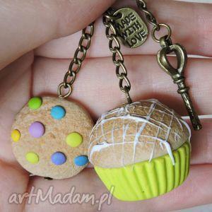 zielony brelok, muffin, babeczka, ciastko, zielony, fimo, modelina
