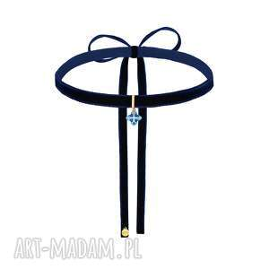 ręcznie robione naszyjniki granatowy aksamitny choker z krzyżem swarovski w kolorze niebieskim