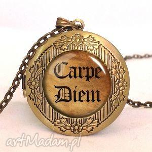 carpe diem - sekretnik z łańcuszkiem egginegg - sentencje, napisem