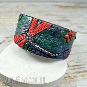 bransoletka z ważką - duża motywem ważki w odcieniach czerwieni