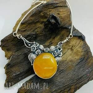 srebrny naszyjnik z liśćmi bursztynem bałtyckim