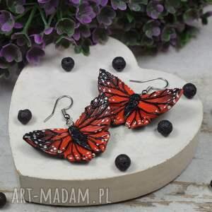 kolczyki motyle w odcieniach czerwieni i czerni, motyle