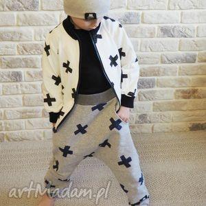 spodnie dla chłopca typu baggy, spodnie, szary, krzyzyki, chłopiec, dres
