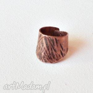 pierścionek z oksydowanej miedzi /6/, pierścionek, pierścień, kuta, miedż