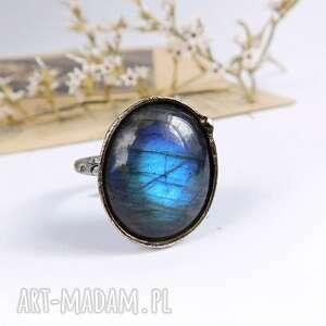 Niebieska pchełka - pierścionek z labradorytem viviart