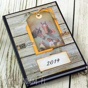 shiraja kalendarz książkowy 2019 - stajnia, kalendarz, książkowy, 2019, a5