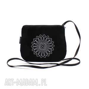mała torebka-zamówienie-paczkomat, torebka, torebka z haftem, wyszywana