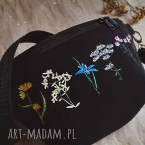 nerka mini kwiatuszki, mini, zapętlona nitka, torebka z haftem