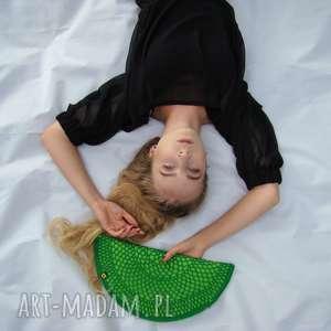 torebka pierożek zielony - kopertówka, półksiężyc, ażurowa