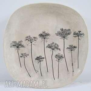 handmade ceramika patera z roślinami baldachami