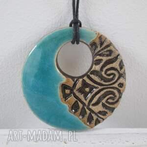 ceramiczny wisior turkus, turkusowa ceramika, biżuteria ceramiczna