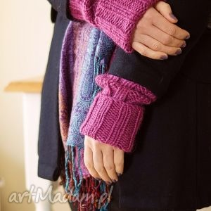 rękawki w amarancie, rękawiczki, rękawki, mitenki, płaszcz, dziergane