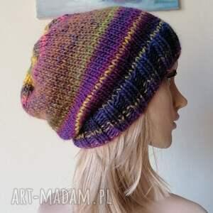 z amarantem, rękodzieło, bezszwowa czapka na druta, ręcznie wykonana