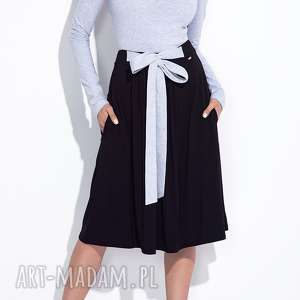 Czarna spódnica z kokardą midi, za-kolano, z-kokardą, wiązana, trapezowa