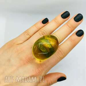 srebrny pierścionek z bursztynem bałtyckim pudełko