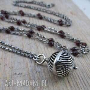 naszyjniki ażurowa kula z granatem, granat, srebro, naszyjnik