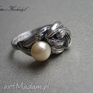 STRUCLA Z BRZOSKWINIĄ, srebro, perła, elegancki