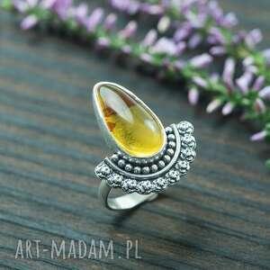 srebrny pierścionek z burszynem i różami, pierścionek z bursztynem