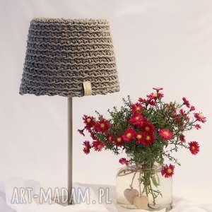 Lampa nocna dziergana ze sznurka, lampa-na-szydełku, abażur-na-szydełku