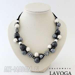naszyjnik w czerni bieli i szarości - biżuteria, rzemień