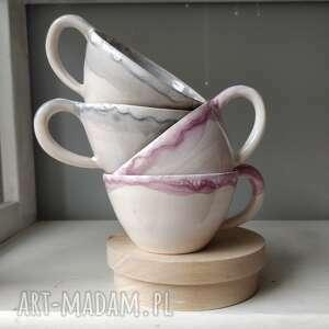 Zestaw dwoch ceramicznych doniczek że spodkami wazony kate