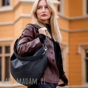 na ramię czarna torebka worek ze skóry ekologicznej, skórzana torebka, torba