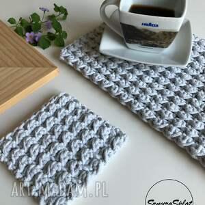 komplet dwóch szydełkowych podkładek ze sznurka bawełnianego, podkładki, stół