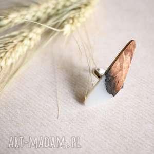 geometryczny pierścionek z drewna i żywicy, regulowany