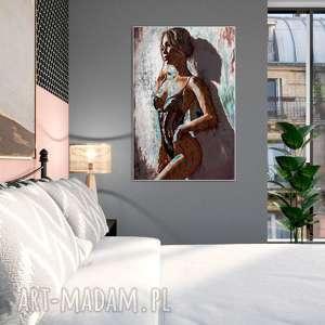 obraz akt na płótnie 80 x 120, piękna kobieta przy ścianie, do sypialni