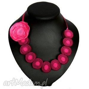 korale z kwiatem - korale, kwiat, naszyjnik, kobieta, biżuteria, modna