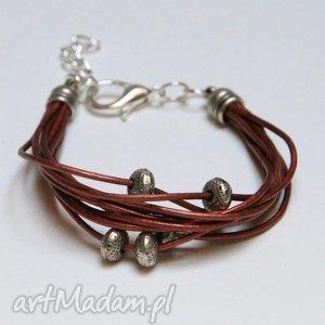bransoletki bordowa bransoletka z rzemienia skórzanego elementami metalowymi