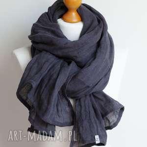 szal lniany grafitowo - granatowy, obszerny, modny szal hand made, pomysł na prezent
