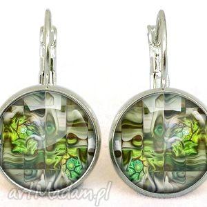 zielono mi - małe kolczyki wiszące - białe kolczyki kobiece