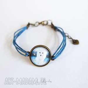 hand-made bransoletka - biały lis niebieska, antyczny brąz, sznureczki