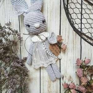 królisia monika - szary króliczek w koronkowej sukience, chrzest, urodziny