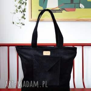 sztruksowa, czarna torba na ramie shopper bag piąteczka, laptop