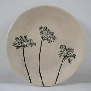 handmade ceramika malutki talerzyk z roślinkami